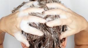 Czy suchy szampon jest rozwiązaniem problemu brudnych włosów?
