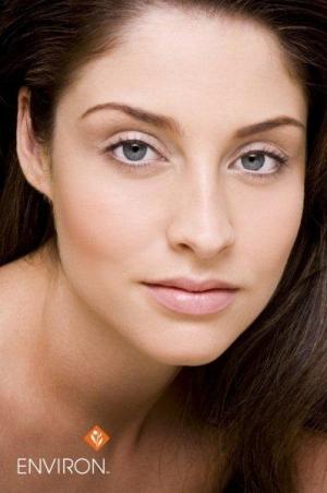Jak zapobiec starzeniu się skóry? Klucz do sukcesu w walce z oznakami starzenia się skóry.