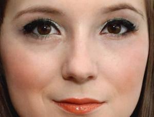 Oszroniona zieleń w sylwestrowym makijażu dla cery z problemami
